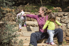 Δίδυμα Parenting στοκ φωτογραφίες με δικαίωμα ελεύθερης χρήσης