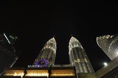 Δίδυμοι πύργοι KLCC κατά τη διάρκεια της νύχτας Στοκ Φωτογραφία