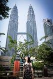 Δίδυμοι πύργοι KLCC με τη Irene Στοκ Εικόνα