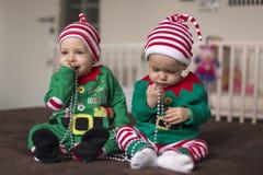 Δίδυμος αρωγός νεραιδών μωρών Santa Στοκ Εικόνες