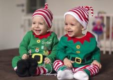 Δίδυμος αρωγός νεραιδών μωρών Santa Στοκ Εικόνα