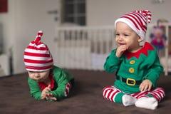 Δίδυμος αρωγός νεραιδών μωρών Santa Στοκ φωτογραφίες με δικαίωμα ελεύθερης χρήσης