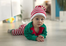 Δίδυμος αρωγός νεραιδών μωρών Santa Στοκ εικόνες με δικαίωμα ελεύθερης χρήσης