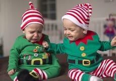 Δίδυμος αρωγός νεραιδών μωρών Santa Στοκ Φωτογραφία