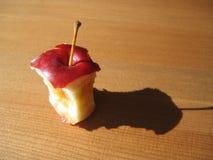 δαγκωμένο μήλο κόκκινο Στοκ φωτογραφίες με δικαίωμα ελεύθερης χρήσης