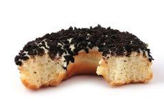 δαγκωμένο doughnut μισό έξω Στοκ φωτογραφία με δικαίωμα ελεύθερης χρήσης