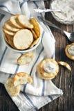 Δαγκώματα Pita με τη σάλτσα τυριών στοκ φωτογραφίες με δικαίωμα ελεύθερης χρήσης