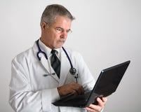δακτυλογράφηση γιατρών υπολογιστών Στοκ Εικόνες