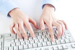 δακτυλογράφηση πληκτρ&omicron στοκ φωτογραφία με δικαίωμα ελεύθερης χρήσης