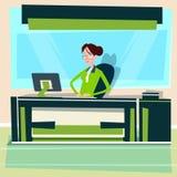 Δακτυλογράφηση επιχειρηματιών υπολογιστών εργασίας γραφείων συνεδρίασης επιχειρησιακών γυναικών Στοκ φωτογραφία με δικαίωμα ελεύθερης χρήσης