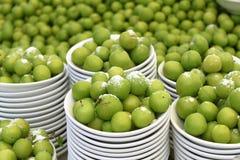 Δαμάσκηνο πράσινων δαμάσκηνων εν αφθονία Στοκ Εικόνες