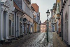 Δανία, Viborg: μια συνηθισμένη οδός σε μια μικρή Σκανδιναβική πόλη Στοκ φωτογραφία με δικαίωμα ελεύθερης χρήσης
