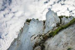 Δανική ακτή με το τουριστικό αξιοθέατο οι άσπροι απότομοι βράχοι Στοκ Εικόνες