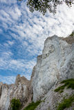 Δανική ακτή με το τουριστικό αξιοθέατο οι άσπροι απότομοι βράχοι Στοκ εικόνα με δικαίωμα ελεύθερης χρήσης