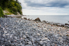 Δανική ακτή με το τουριστικό αξιοθέατο οι άσπροι απότομοι βράχοι Στοκ Φωτογραφίες