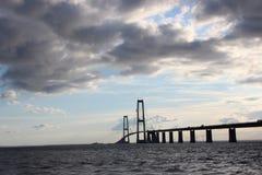 Δανική μεγάλη γέφυρα ζωνών Φωτογραφία της γέφυρας και της θάλασσας Κατασκευή γεφυρών στοκ φωτογραφία με δικαίωμα ελεύθερης χρήσης