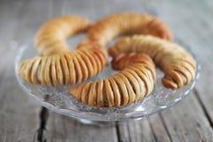 Δανικοί ρόλοι ψωμιού ζύμης που γεμίζουν με το μήλο, επιδόρπιο Στοκ Φωτογραφία