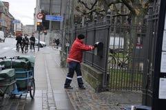 ΔΑΝΙΚΟΣ MAILMAN Στοκ εικόνα με δικαίωμα ελεύθερης χρήσης