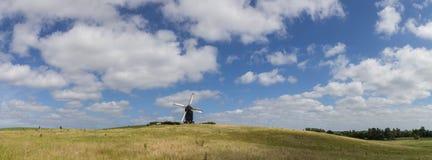 Δανικό πανόραμα τοπίων ανεμόμυλων Στοκ Φωτογραφίες