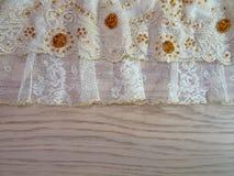 Δαντέλλα στους ξύλινους πίνακες Στοκ εικόνα με δικαίωμα ελεύθερης χρήσης