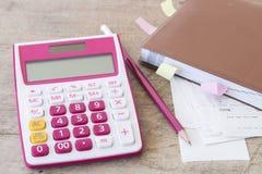 Δαπάνη πληρωμής ολισθήσεων του ελέγχου πιστωτικών καρτών και ελέγχου μηνιαία Στοκ εικόνα με δικαίωμα ελεύθερης χρήσης