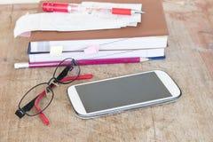Δαπάνη πληρωμής ολισθήσεων του ελέγχου πιστωτικών καρτών και ελέγχου μηνιαία Στοκ Φωτογραφίες