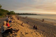 Δαρβίνος, τουρίστες της Αυστραλίας στις 15 Μαΐου 2014 και ρολόι ντόπιων το ηλιοβασίλεμα παραλιών Mindil Στοκ φωτογραφίες με δικαίωμα ελεύθερης χρήσης