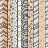 Δασικά και μυθικά δέντρα Άνευ ραφής ριγωτό σχέδιο με συρμένο το χέρι σχέδιο απεικόνιση αποθεμάτων
