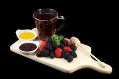 Δασικά φρούτα, τσάι και μέλι Στοκ Εικόνα