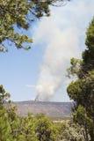 Δασική πυρκαγιά ή ελεγχόμενη καύση επάνω σε Mesa Στοκ φωτογραφία με δικαίωμα ελεύθερης χρήσης