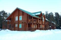 δασικός χειμώνας σπιτιών ξύ&l Στοκ εικόνα με δικαίωμα ελεύθερης χρήσης