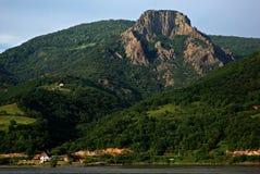 Δασικό πανόραμα βουνών ποταμών Δούναβη Στοκ φωτογραφία με δικαίωμα ελεύθερης χρήσης