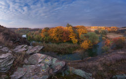 δασικό valey ποταμών Στοκ εικόνα με δικαίωμα ελεύθερης χρήσης