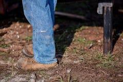 Δασοφύλακας ή άτομο που κάνει την άλεση DIY της ξυλείας Στοκ εικόνες με δικαίωμα ελεύθερης χρήσης