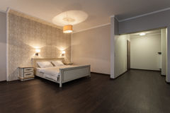 Δασόβιο ξενοδοχείο - σύγχρονο δωμάτιο ξενοδοχείου στοκ εικόνες με δικαίωμα ελεύθερης χρήσης