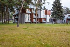 Δασόβιο ξενοδοχείο - σύγχρονα διαμερίσματα Στοκ φωτογραφία με δικαίωμα ελεύθερης χρήσης