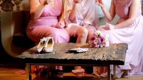 Δαχτυλίδια ανθοδεσμών γαμήλιων νυφών φιλμ μικρού μήκους