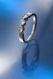 δαχτυλίδι αρραβώνων τρία δ& Στοκ Εικόνες