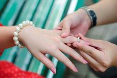 δαχτυλίδι αρραβώνων Στοκ Εικόνες