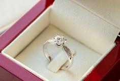 Δαχτυλίδι διαμαντιών, γαμήλιο δαχτυλίδι, τιμή νυφών γαμήλιων δαχτυλιδιών ψαλιδίζοντας ψηφιακός γάμος συμβόλων μονοπατιών πλέγματο Στοκ φωτογραφία με δικαίωμα ελεύθερης χρήσης