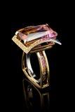 δαχτυλίδι πολύτιμων λίθω&n Στοκ Εικόνες