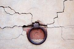 Δαχτυλίδι στον παλαιό τοίχο Στοκ Φωτογραφίες