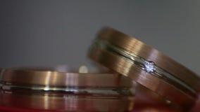 Δαχτυλίδια διαμαντιών στο φως απόθεμα βίντεο