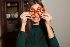 Δαχτυλίδια του πιπεριού και της γυναίκας στοκ φωτογραφίες με δικαίωμα ελεύθερης χρήσης