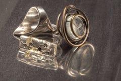 Δαχτυλίδια Bijouterie με τις αντανακλάσεις Στοκ φωτογραφία με δικαίωμα ελεύθερης χρήσης