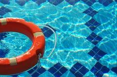 Δαχτυλίδι ζωής στο μπλε νερό Στοκ εικόνες με δικαίωμα ελεύθερης χρήσης