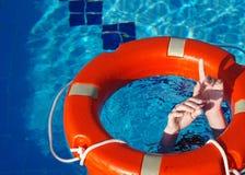 Δαχτυλίδι ζωής στο μπλε νερό Στοκ Εικόνα