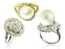 Δαχτυλίδι διαμαντιών και δαχτυλίδι μαργαριταριών Στοκ Εικόνες