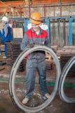 Δαχτυλίδι κινήσεων εργαζομένων για έναν εφοδιασμό με ξύλα Στοκ φωτογραφία με δικαίωμα ελεύθερης χρήσης