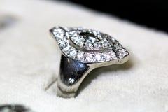 Δαχτυλίδι κοσμημάτων μόδας με το zircon Στοκ φωτογραφία με δικαίωμα ελεύθερης χρήσης